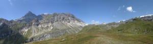 2. Le Cime Bianche e la fascia bianca che continua sotto la Roisetta e il Tournalin.