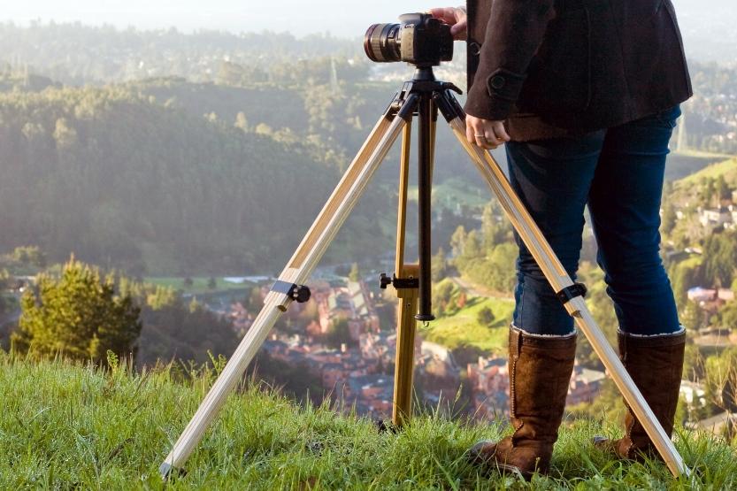 wood-camera-tripod-f73e.833x555