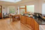 A sweet and tranquil lodge for two - kitchen