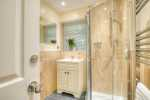Borth y Gest holiday cottage - shower