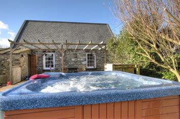 Hot tub cottages wales heated pool sauna holidays qc for Holiday cottages in wales with swimming pools