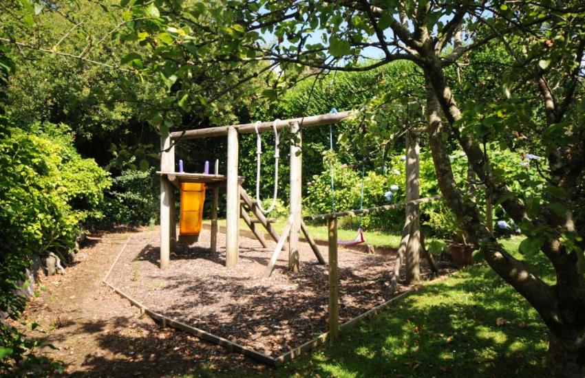 Gardens at Hafod Wen and children's play area