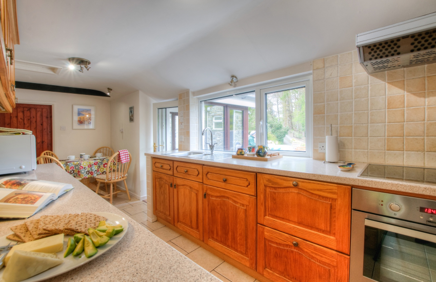 Aberaeron holiday cottage - kitchen