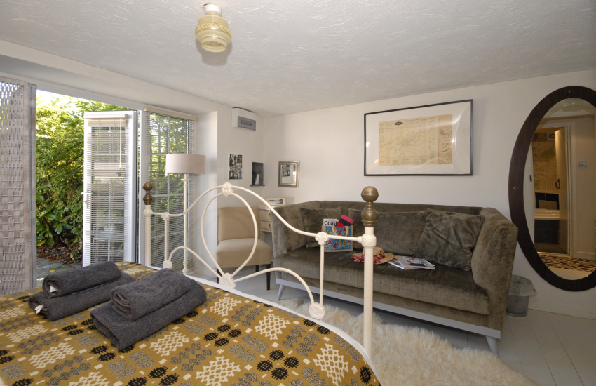 Carmarthenshire cottage holiday - king size double bedroom