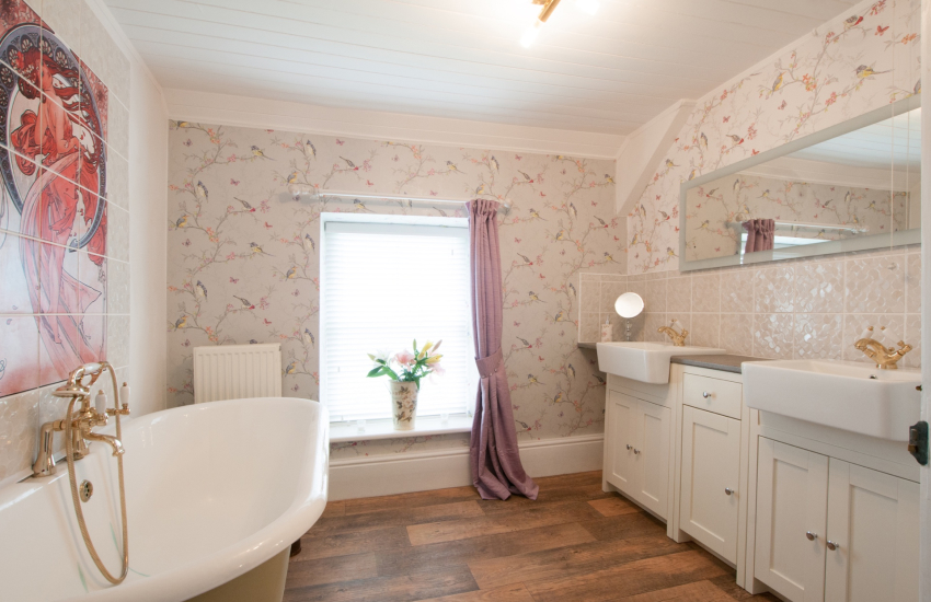 Cardigan bay holiday cottage - bathroom