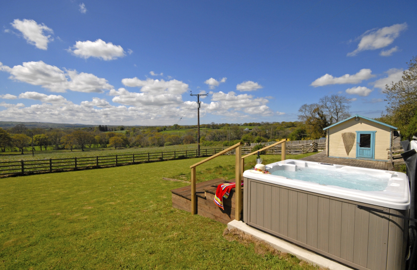 Cardiganshire holiday home with hot tub