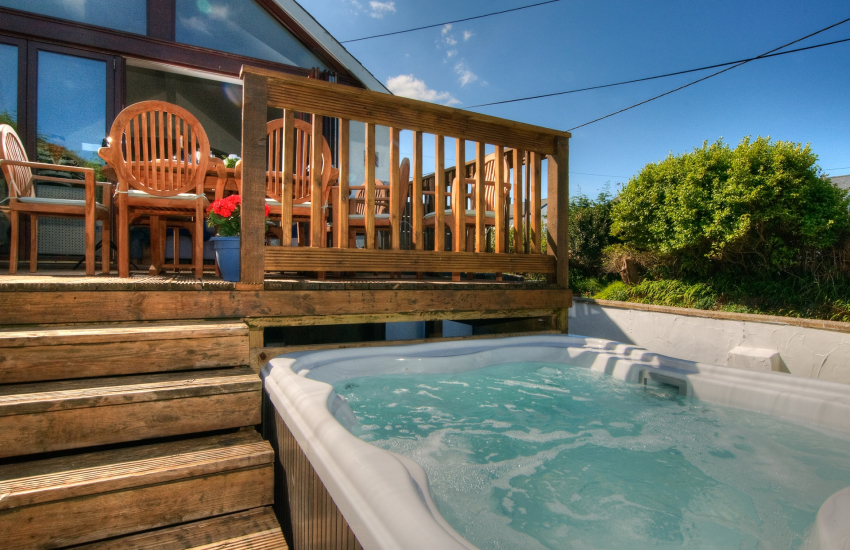 Luxury holiday house north Wales - hot-tub