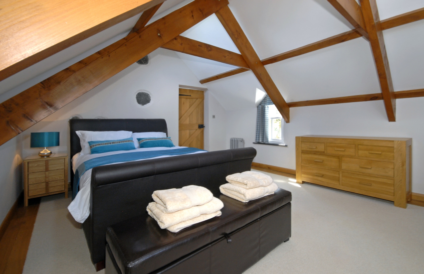 Pembrokeshire holiday cottage sleeps 6 - king size bedroom with sea views