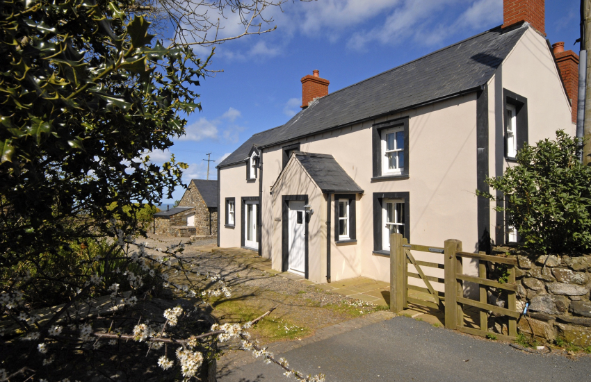 North Pembrokeshire coastal holiday cottage - pets welcome