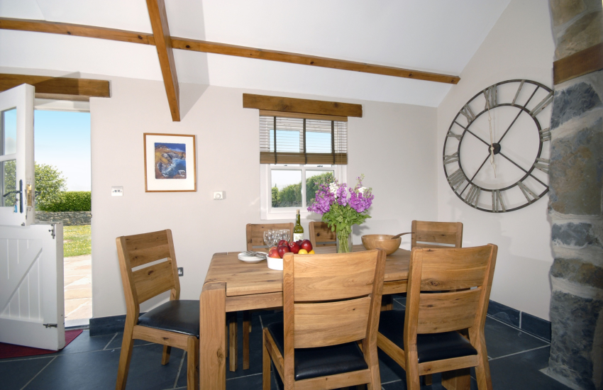 North Pembrokeshire Trefin self-catering holiday cottage - modern kitchen/diner