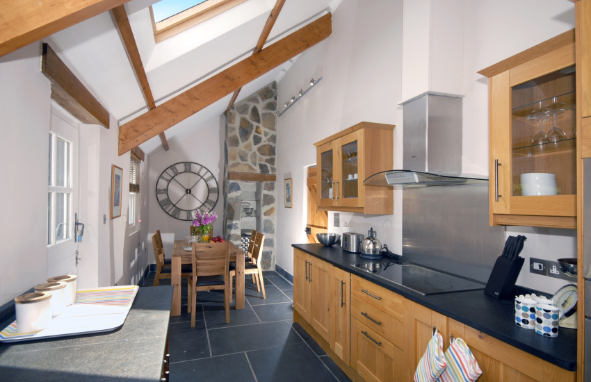 Self-catering holiday cottage near Porthgain - modern kitchen/diner
