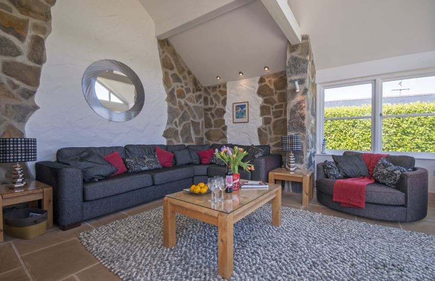 Day room with ample seating for 6 guests