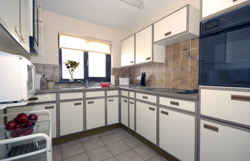 Self catering St Davids - modern kitchen