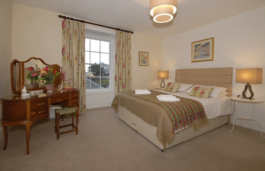North Pembrokeshire holiday cottage - kingsize bedroom