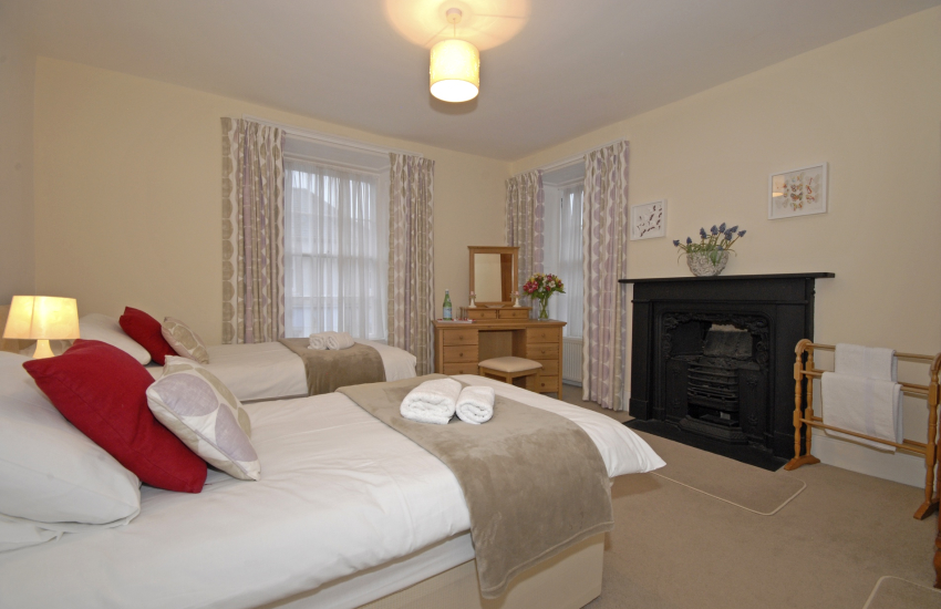 St Davids renovated Grade II listed home sleeps 8 - twin