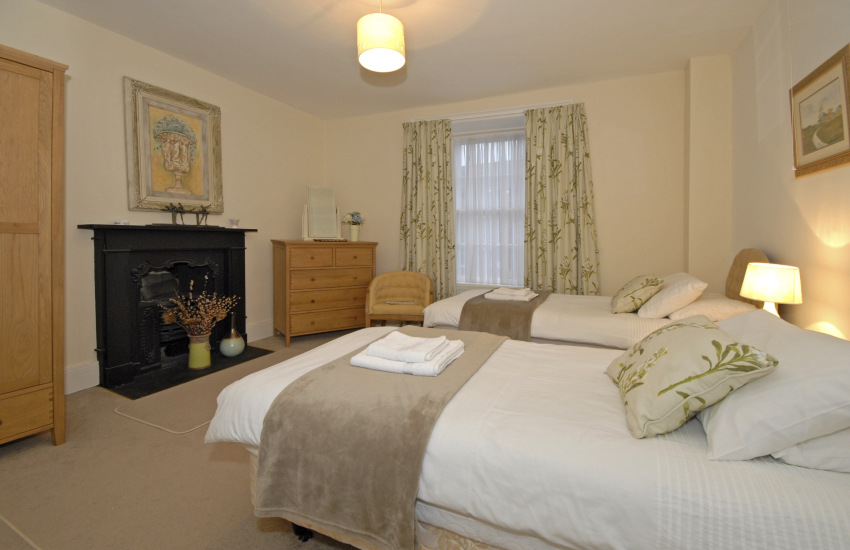 St Davids luxury holiday home sleeps 8 - twin