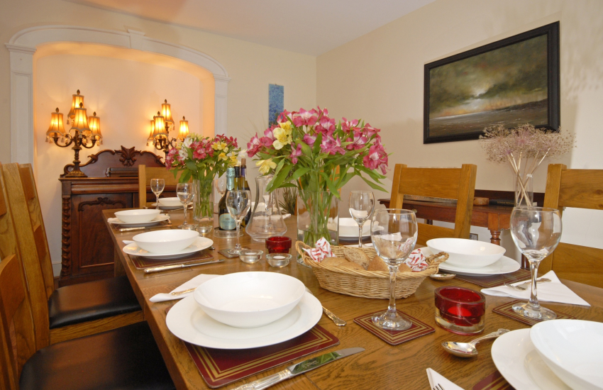 North Pembrokeshire holiday home with large dining table seating 8 guests