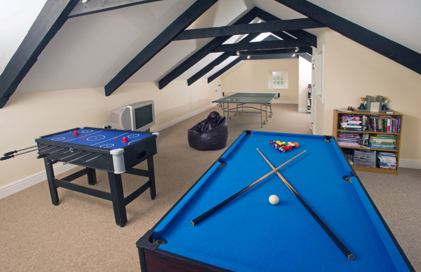 Large Pembrokeshire holiday home - games room with t.v., table tennis, air hockey and pool table