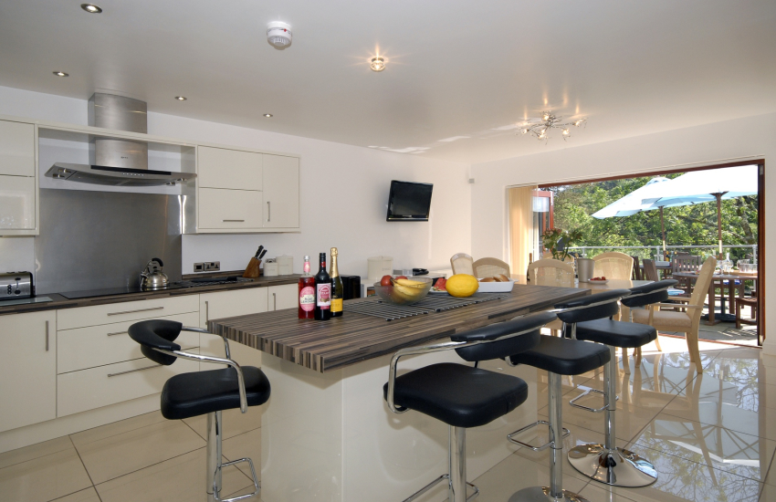 Luxury kitchen diner with Sonos sound system, Bose speakers & Sky tv.