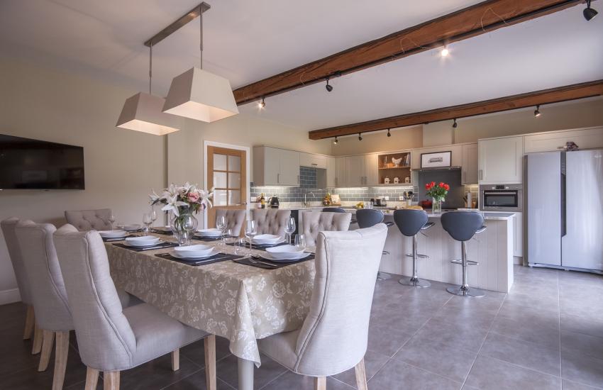 Open plan luxury kitchen/diner