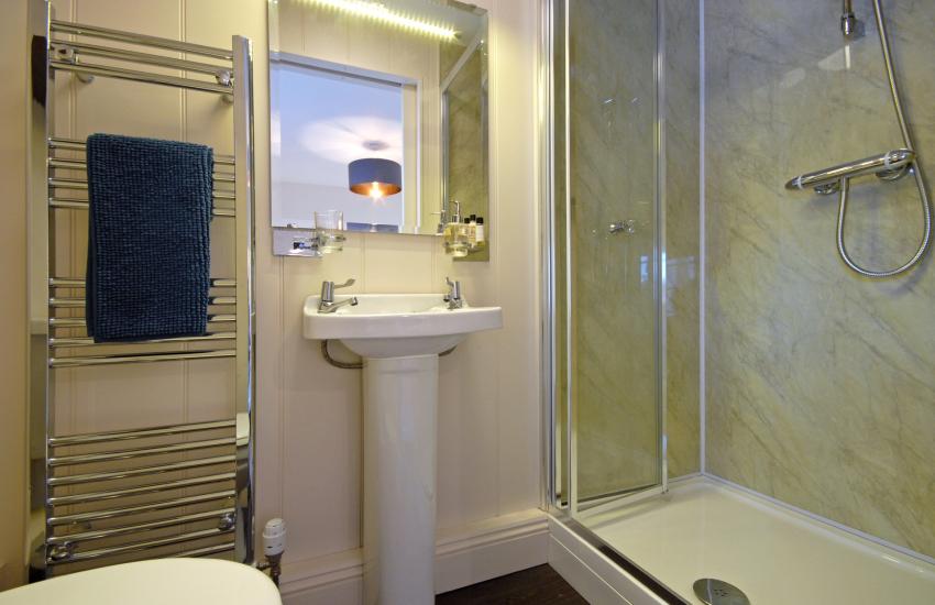 King size en-suite shower