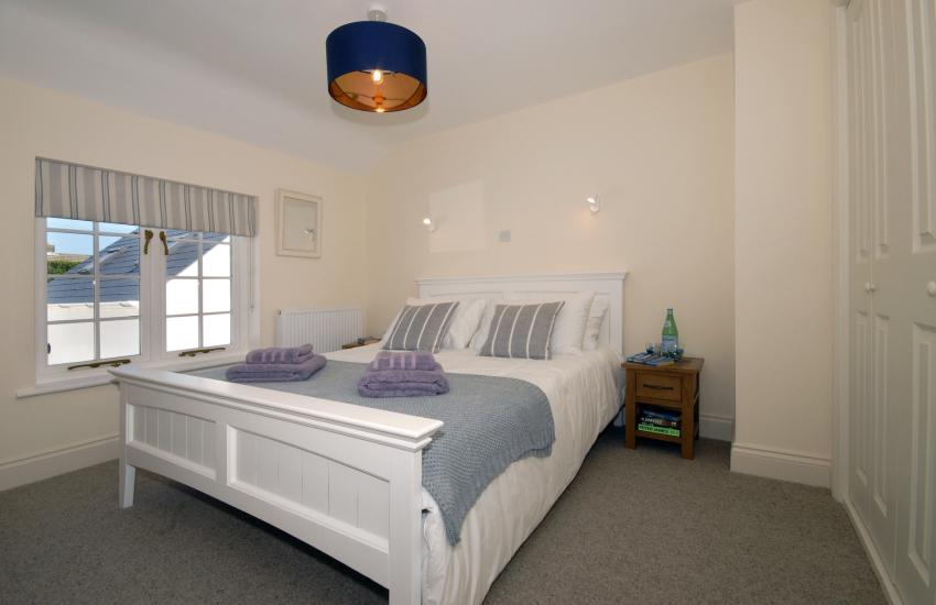 Master en-suite king size bedroom