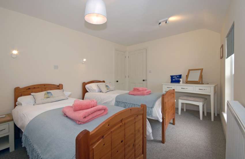 Pembrokeshire Cottage sleeps 8 - 2'6