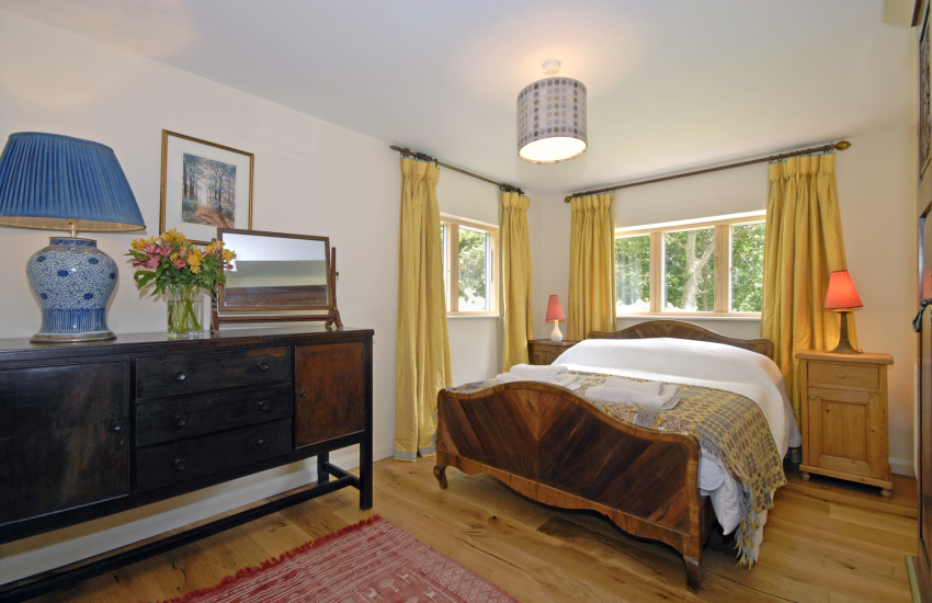 Pembrokeshire holiday cottage sleeping 6 - double bedroom