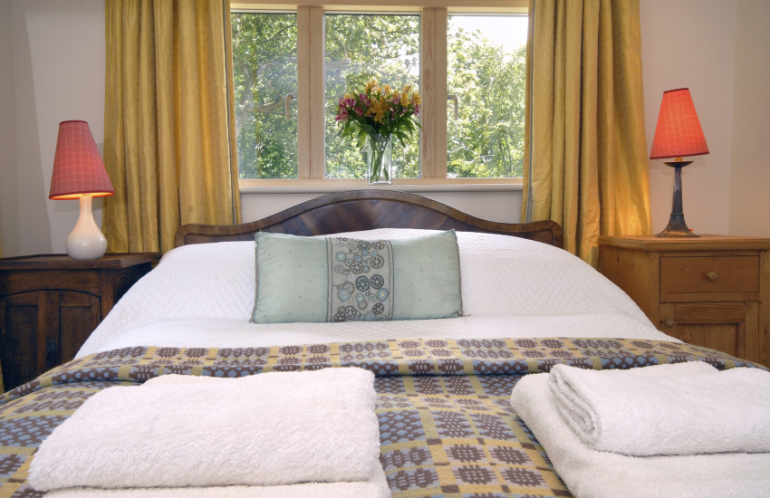 Abermawr Cottage - cosy double bedroom
