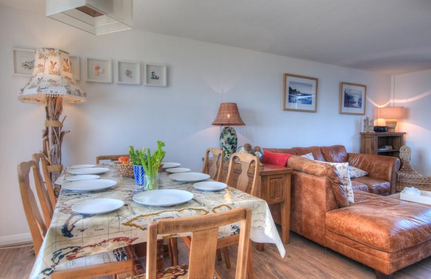 Pet friendly Pembrokeshire cottage - dining