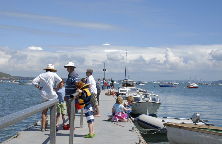 Dale Pontoon is a popular venue for crabbing
