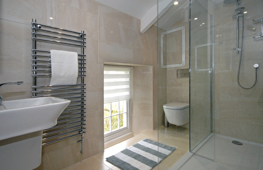 North Pembrokeshire holiday home - 1st floor shower room