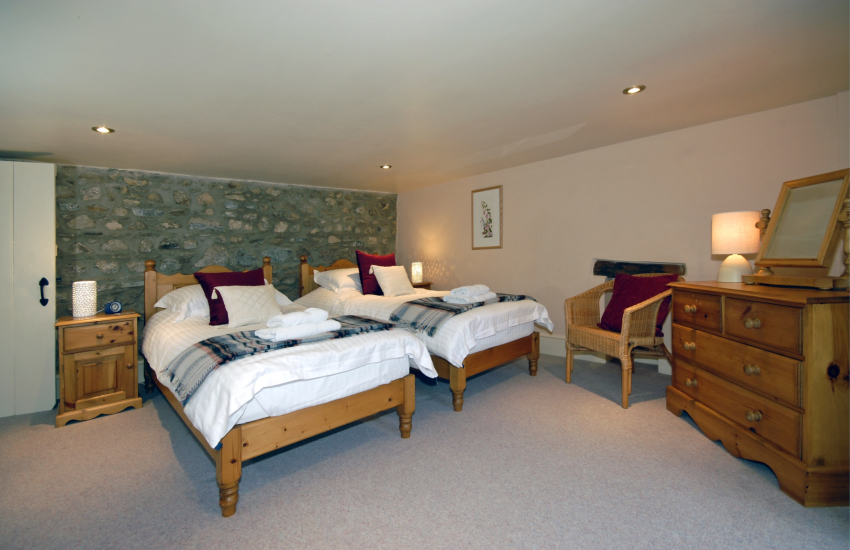Pembrokeshire family holiday home sleeping 8 - 1st floor twin