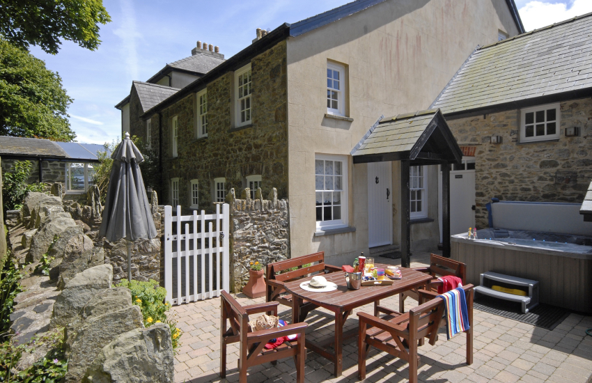 Grade II listed Pembrokeshire farmhouse with private patio and hot tub