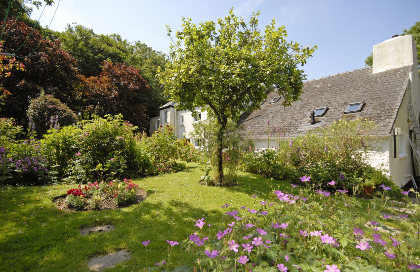 Rear cottage gardens - pets welcome