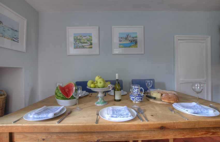 Menai Strait holiday cottage - kitchen
