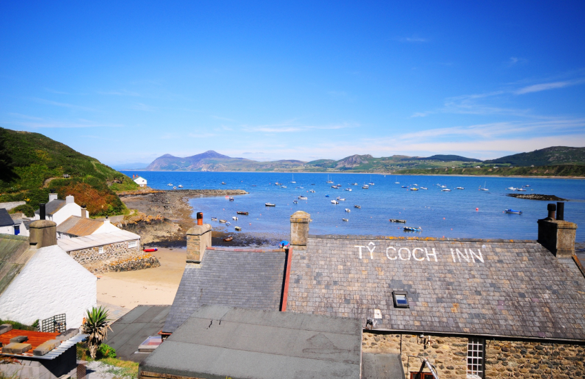 Porthdinllaen (N.T), have lunch at the Ty Coch Inn