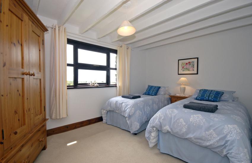 Porthgain holiday cottage sleeps 6 - ground floor twin