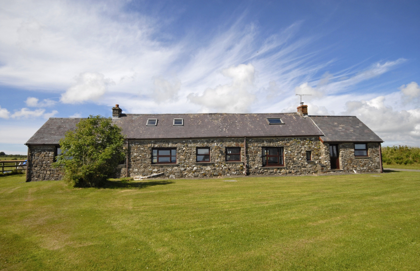 North Pembrokeshire rural holiday cottage - pets welcome