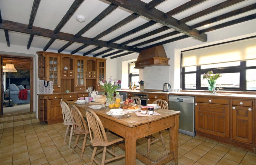 Farmhouse style spacious kitchen/diner