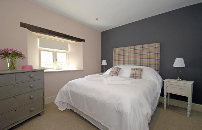 King size en suite bedroom