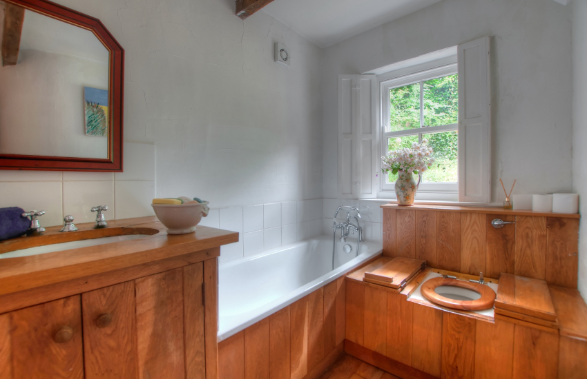 Gower holiday cottage - bathroom