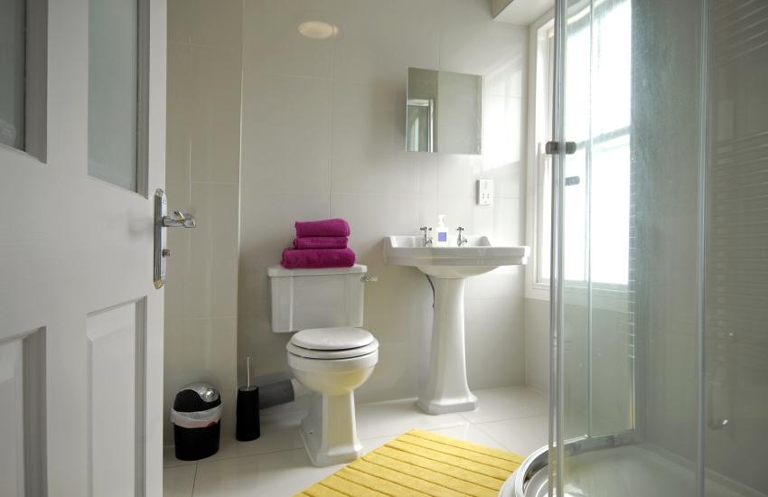Second floor twin en suite shower