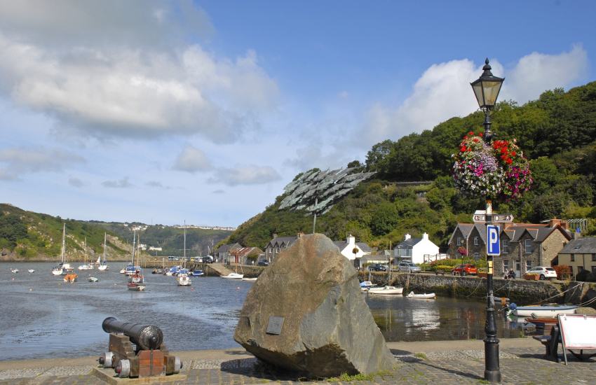 Lower Town Fishguard popular spot for catching crabs