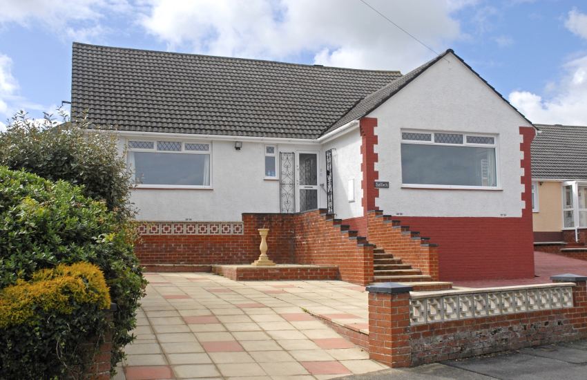 Fishguard holiday bungalow with harbour views