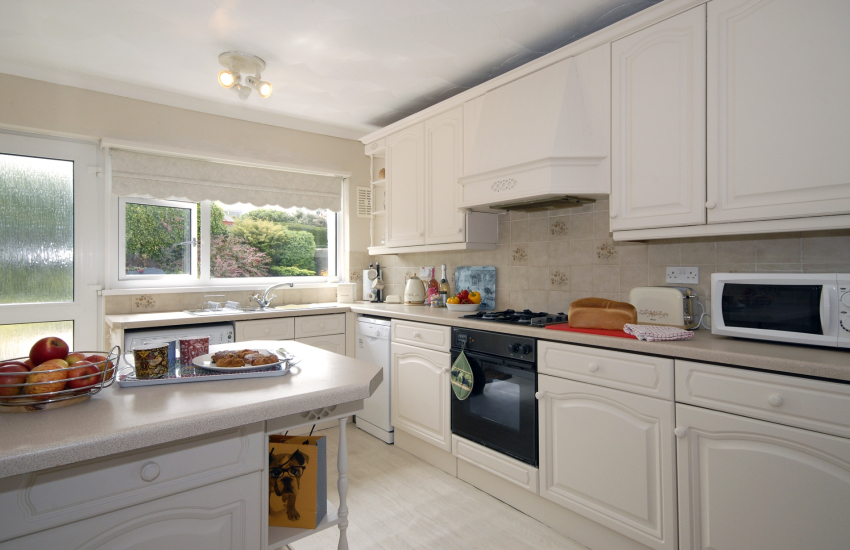 Self catering Fishguard Harbour - kitchen