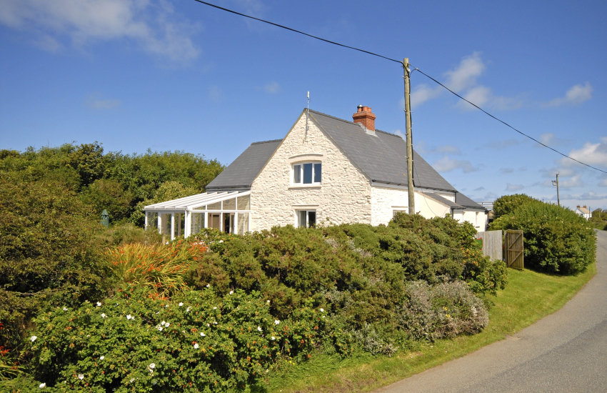 Whitesands, Pembrokeshire - pet friendly family holiday home with garden