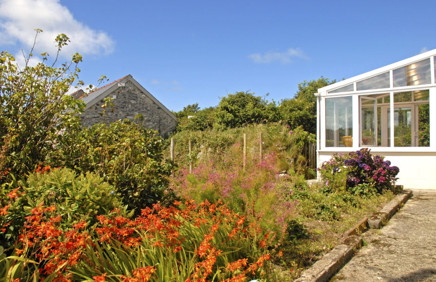 St Davids holiday home with secluded secret garden