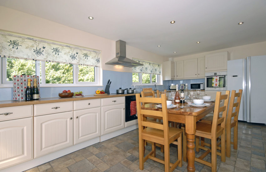 Self catering St Davids - modern kitchen/diner