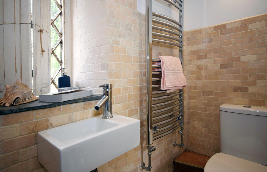 Gower holiday cottage bathroom